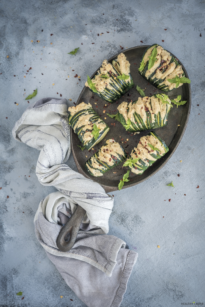 Quick Zucchini Hasselback & food styling by Healthy Laura Food Photography. & styling. My 20 food styling & food composition tips for food blog food photography. Learn food photography and improve you food photography skill. #foodphotography #foodblogger #foodblog #foodblogging #foodblogtips