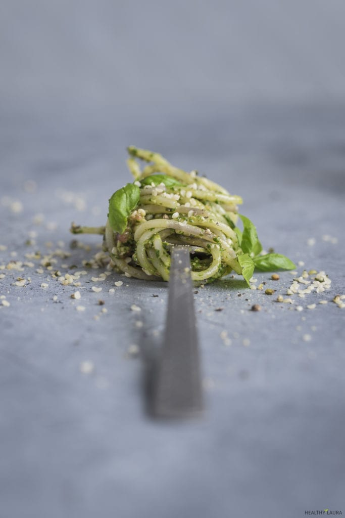 Quinoa Spaghetti by Healthy Laura Food Photography & Food Styling. HealthyLaura @healthylauracom Vegan quinoa pasta with pesto.