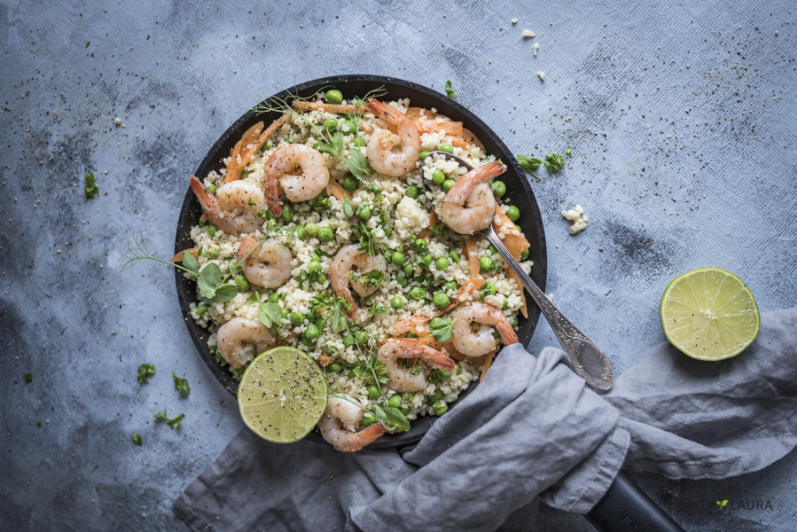 Healthy Garlic Shrimp Skillet by Healthy Laura Food Photography & Styling. @healthylauracom HealthyLaura quick and easy meal prep lunch. Healthy & easy seafood skillet recipe that is healthy and whole grain. #intuitiveeating #lunchrecipe #easyrecipes #intuitiveeatingtips #healthylifestyle #healthyeating #nodietdiet