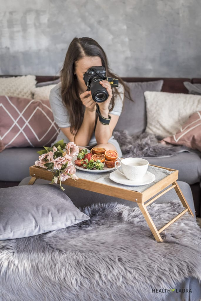 Food Photopgrapher & Self-Portrait Tips for Instagram Photography by Healthy Laura Food Photography & Styling. @healthylauracom HealthyLaura Food photographer & foodblogger tips to take self-portraits with a DSLR. Wifi, remote control & self-timer for Instagram images. #foodphotographytips #foodstylingtips #photogaphytricks #foodphotography #foodstyling #foodblogging
